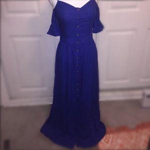 Gorgeous BEBE prototype maxi dress 🌟